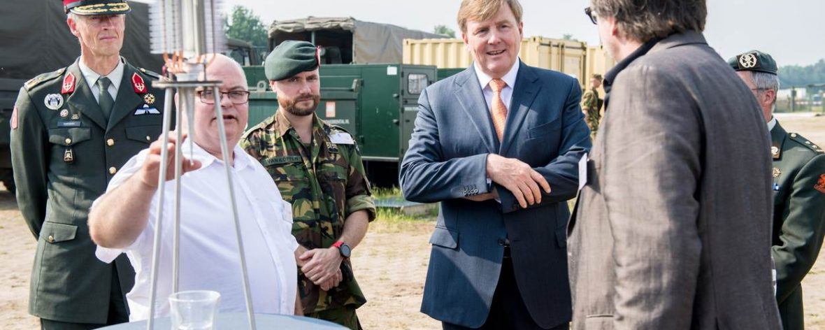 DCHI presents at field lab smart-base with his Royal Highness King Willem-Alexander and minister Bijleveld